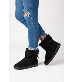 dziewczyna w botkach emu